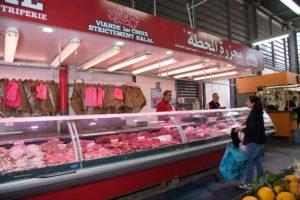 Stand de la boucherie de la gare au marché Pablo Picasso de Nanterre
